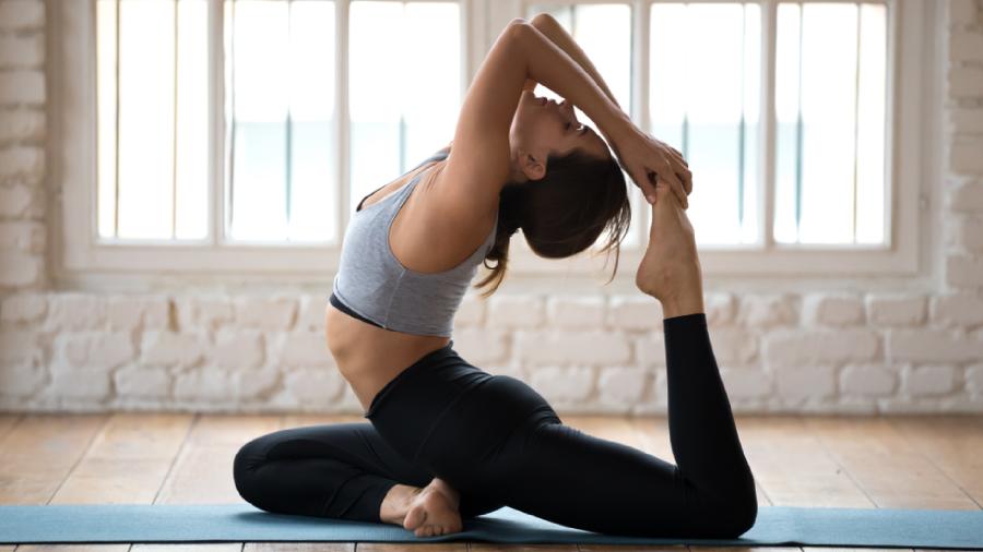 Veja o que você vai precisar para praticar yoga (Imagem: Reprodução/Shutterstock)