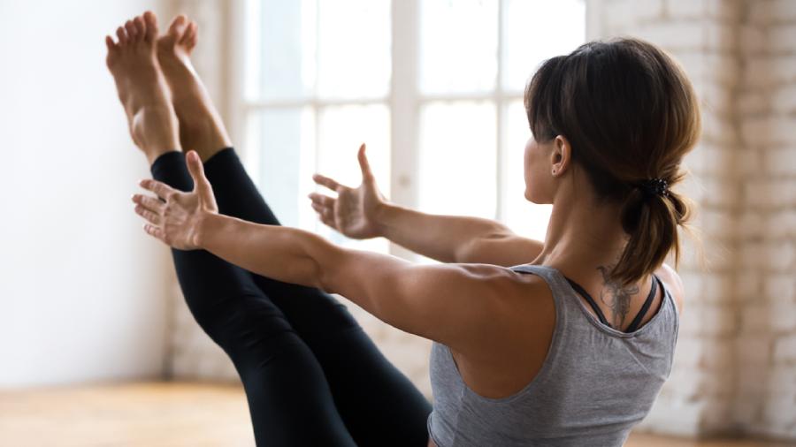 A yoga pode ser uma aliada na perda de peso (Imagem: Reprodução/Shutterstock)