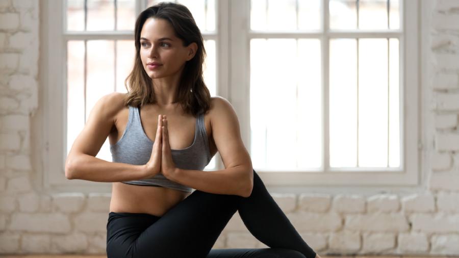 Será que a yoga emagrece mesmo? (Imagem: Reprodução/Shutterstock)