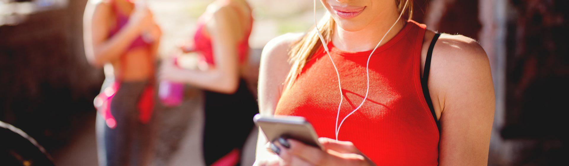 Fone de ouvido para academia: 10 modelos para quem pratica exercícios