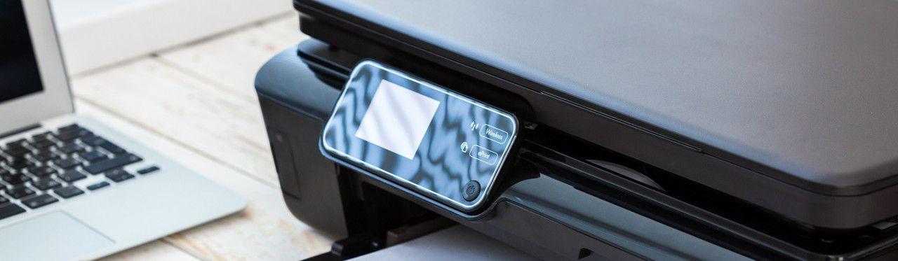 Impressora Epson Ecotank preta em close
