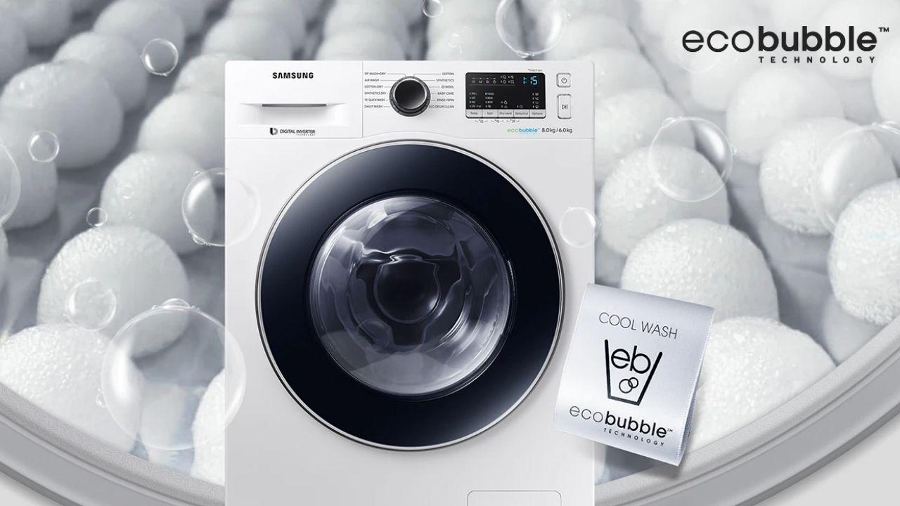 Imagem de máquina lava e seca Samsung na cor branca com abertura frontal e selo da tecnologia EcoBubble