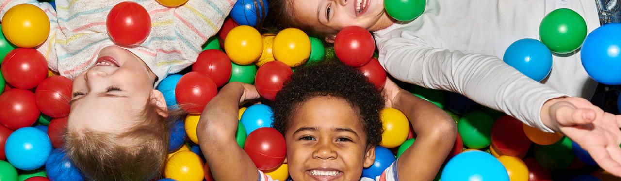Piscina de bolinha infantil: veja melhores opções para bebês e crianças