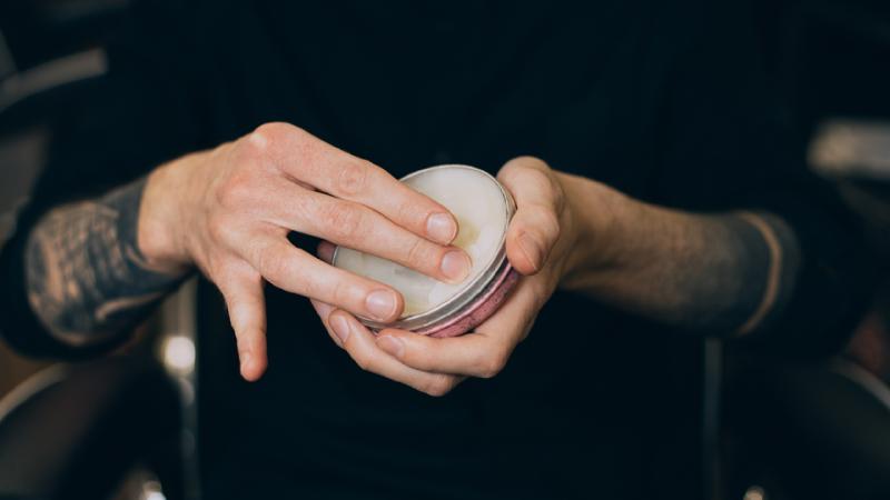 Veja algumas dicas para usar na hora de utilizar o seu produto para crescer barba (Imagem: Reprodução/Shutterstock)