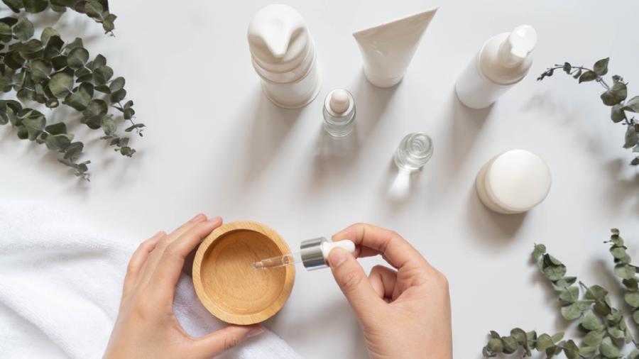 Explore o passo a passo para uma rotina de skincare (Imagem: Reprodução/Shutterstock)