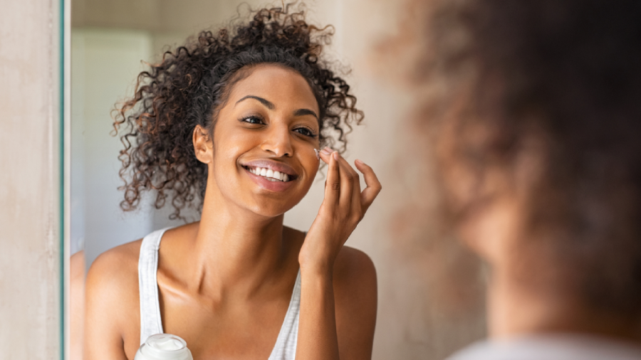 Conheça agora 10 dicas para ter uma rotina de skincare (Imagem: Reprodução/Shutterstock)