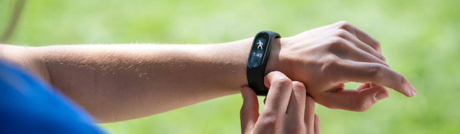 Smartband: vale a pena investir em uma pulseira inteligente para treinar?