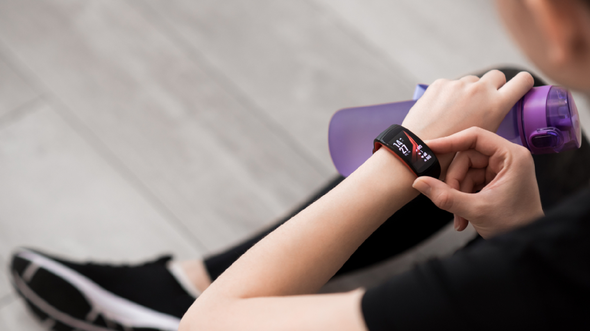 Será que vale a pena ter uma smartband para treinar? (Imagem: Reprodução/Shutterstock)