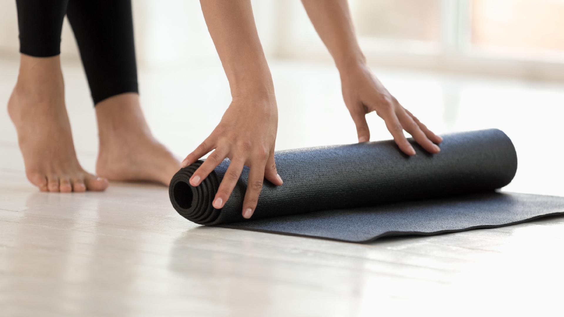 A yoga pode ser uma forma de desacelerar no dia a dia (Imagem: Reprodução/Shutterstock)